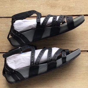 Baretraps vegan sandal w/ Velcro closure